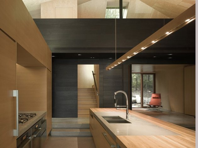 elegant-complexity-defines-color-contrasted-ontario-weekend-home-4-kitchen.jpg