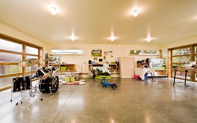 exposed-ceiling-joists-support-swing-seat-fun-seattle-home-3-family-room.jpg