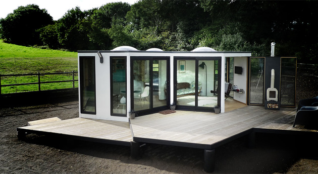 flat pack hivehaus transforms hexagonal modular homes 1 deck thumb 630x346 24594 Flat Pack Hivehaus Transforms into Hexagonal Modular Homes