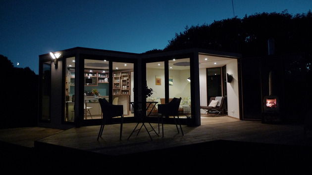 flat-pack-hivehaus-transforms-hexagonal-modular-homes-20-deck-evening.jpg