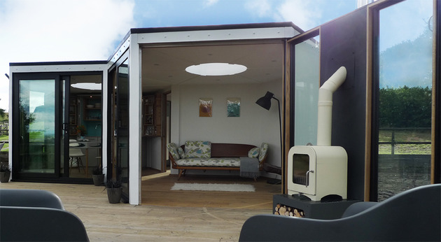 flat-pack-hivehaus-transforms-hexagonal-modular-homes-6-deck.jpg