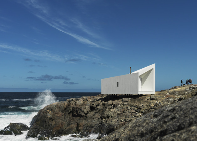 fogo-island-cabins-by-saunders-architecture-12.jpg