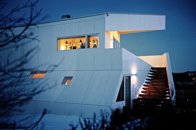 geometric-norwegian-house-with-creative-interior-fixtures-3-outside-stairs.jpg