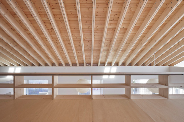 house-with-exposed-timber-rafters-bookshelf-columns-7-upper-shelves.jpg