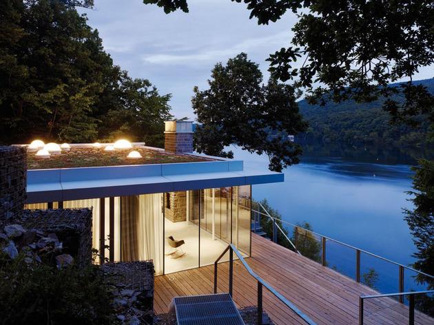 lake-house-above-rur-reservoir-germany-minimalist-masterpiece-14-deck-evening.jpg