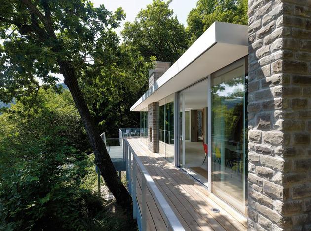 lake-house-above-rur-reservoir-germany-minimalist-masterpiece-4-deck.jpg