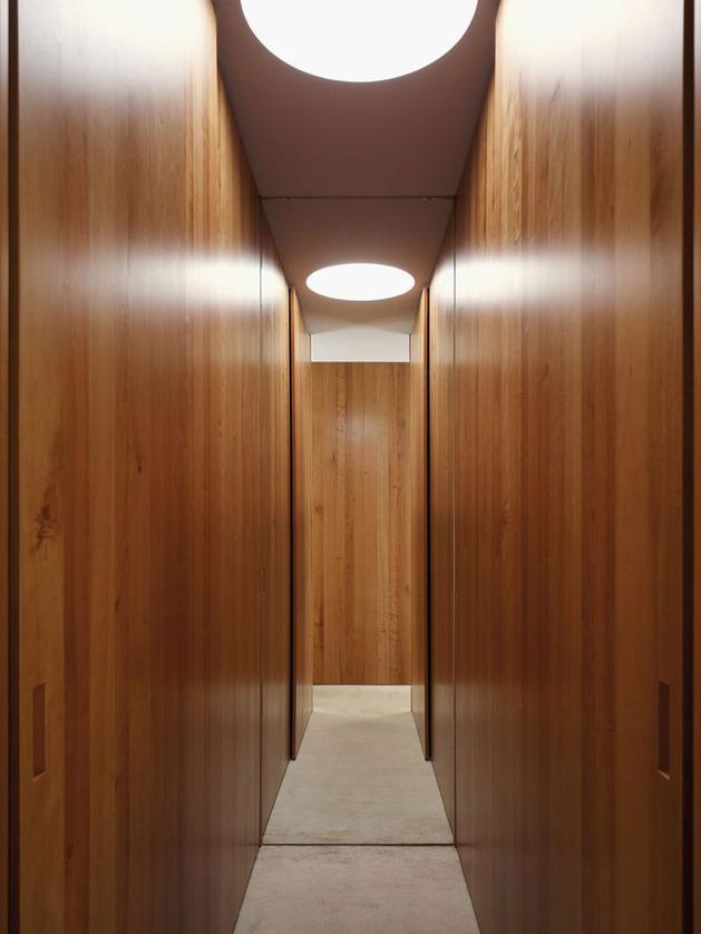lake-house-above-rur-reservoir-germany-minimalist-masterpiece-8-dressing-room.jpg
