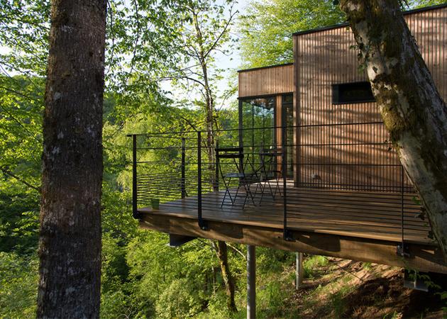 les-cabanes-de-salagnac-nestle-landscape-40-hectare-site-3-dining.jpg