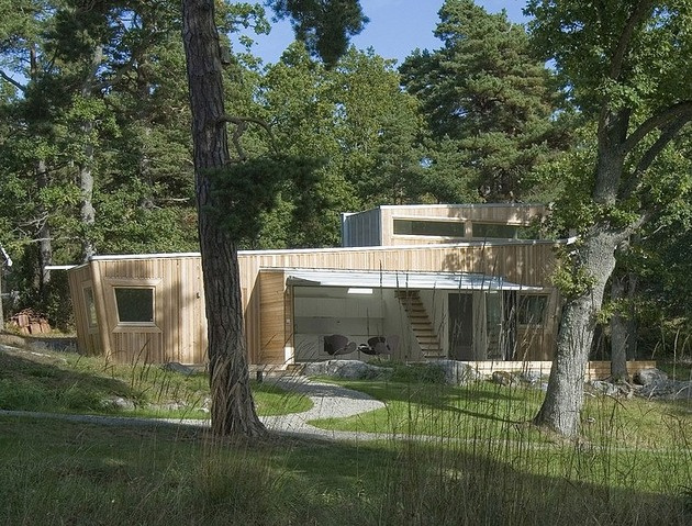 low impact no waste swedish house built sustainable wood lots 2 site thumb 630x479 22880 Low Impact   No Waste Swedish House Built Using Sustainable Wood lots
