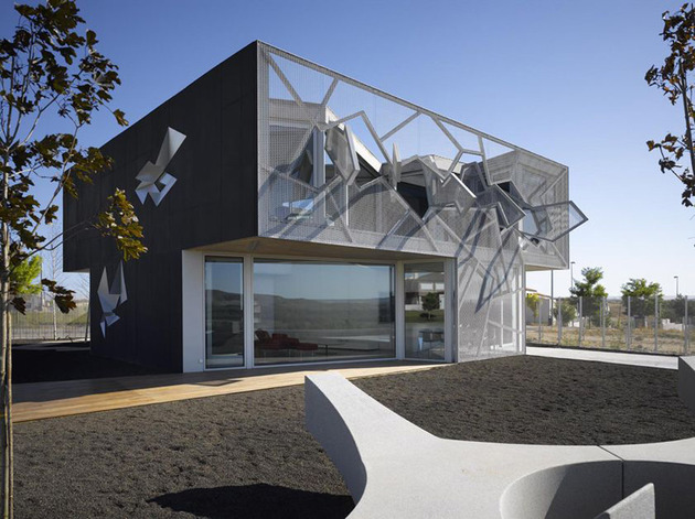 metal-mesh-house-with-enclosure-offering-aesthetics-and-protection-3.jpg