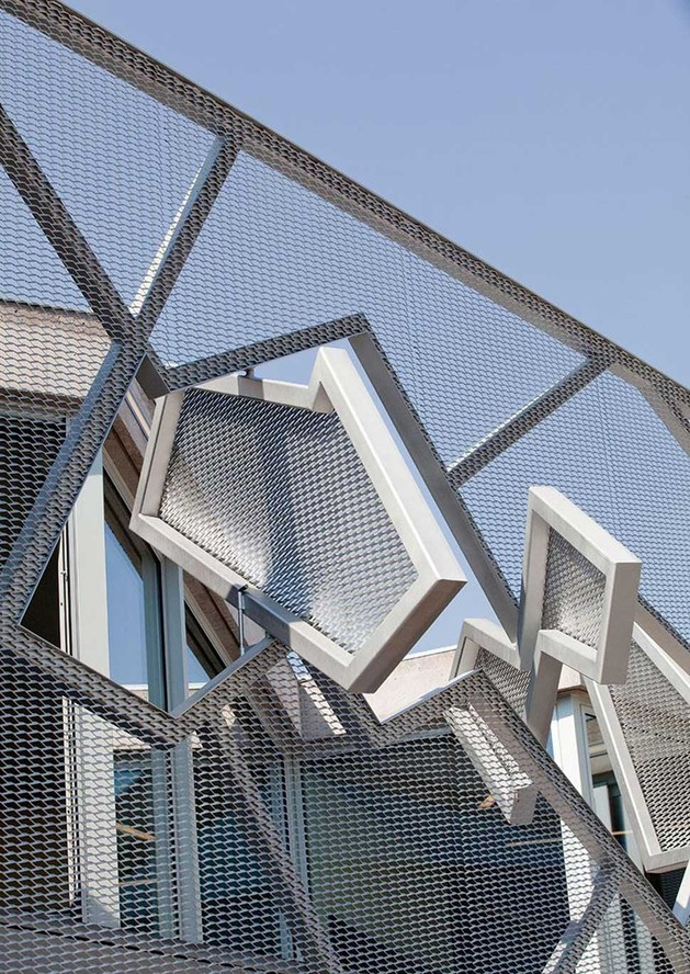 metal-mesh-house-with-enclosure-offering-aesthetics-and-protection-4.jpg