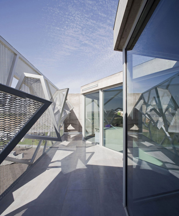 metal-mesh-house-with-enclosure-offering-aesthetics-and-protection-6.jpg