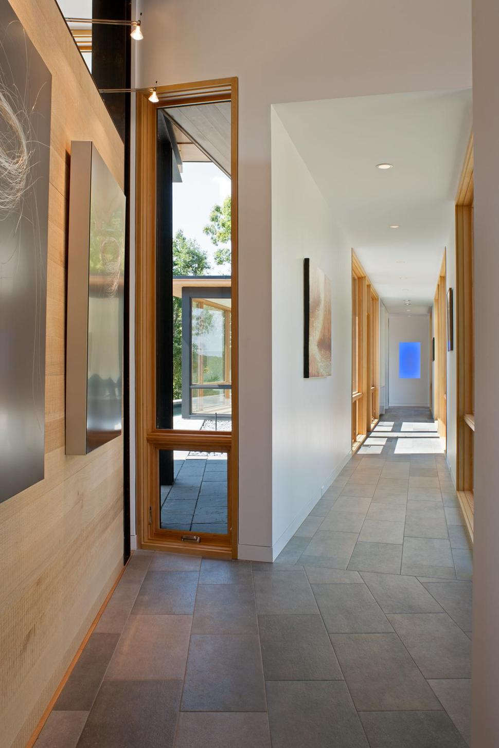 Minimalist Silhouette And Walls Of Glass Define Piedmont