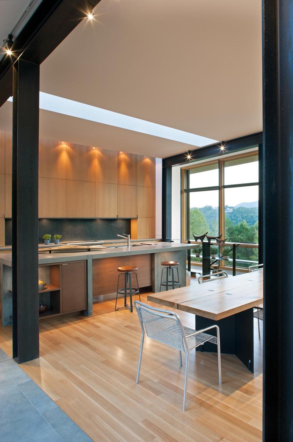 Minimalist silhouette and walls of glass define piedmont for Define minimalist design