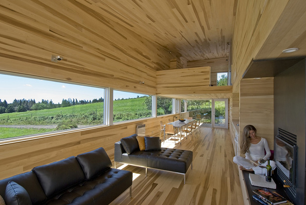 ocean views pastoral settings surround sliding house vacation retreat 1 living thumb 630x422 25530 Serene Poplar Interiors Make You Stay Forever in this Vacation Home