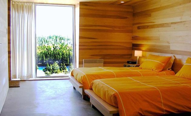 ocean-views-pastoral-settings-surround-sliding-house-vacation-retreat-11-bedroom.jpg