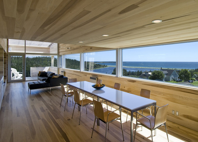 ocean views pastoral settings surround sliding house vacation retreat 2 dining thumb 630x454 25532 Serene Poplar Interiors Make You Stay Forever in this Vacation Home