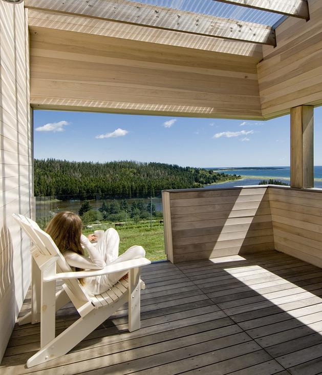 ocean-views-pastoral-settings-surround-sliding-house-vacation-retreat-4-deck.jpg