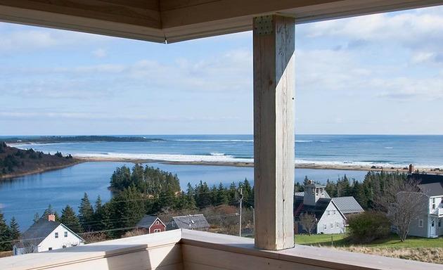 ocean-views-pastoral-settings-surround-sliding-house-vacation-retreat-5-views.jpg