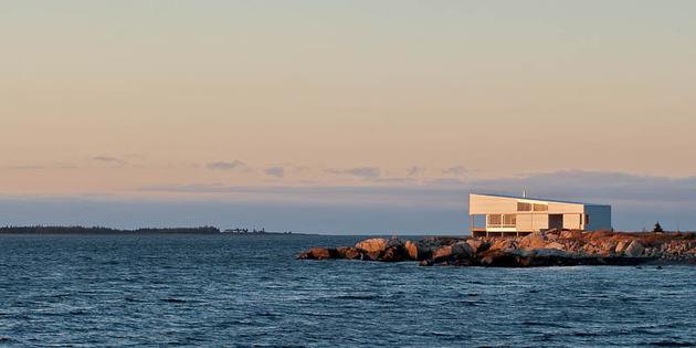 oceansi-vacation-house-clad-corrugated-galvanized-aluminium-11-façade-ocean.jpg