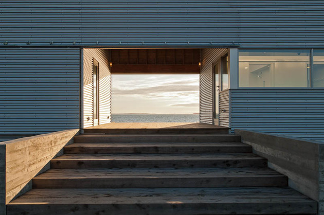oceansi-vacation-house-clad-corrugated-galvanized-aluminium-4-entry-stairs.jpg