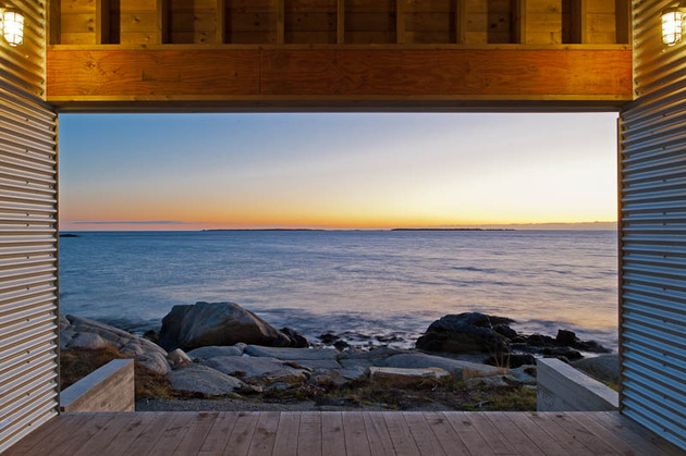oceansi-vacation-house-clad-corrugated-galvanized-aluminium-5-entry-deck.jpg