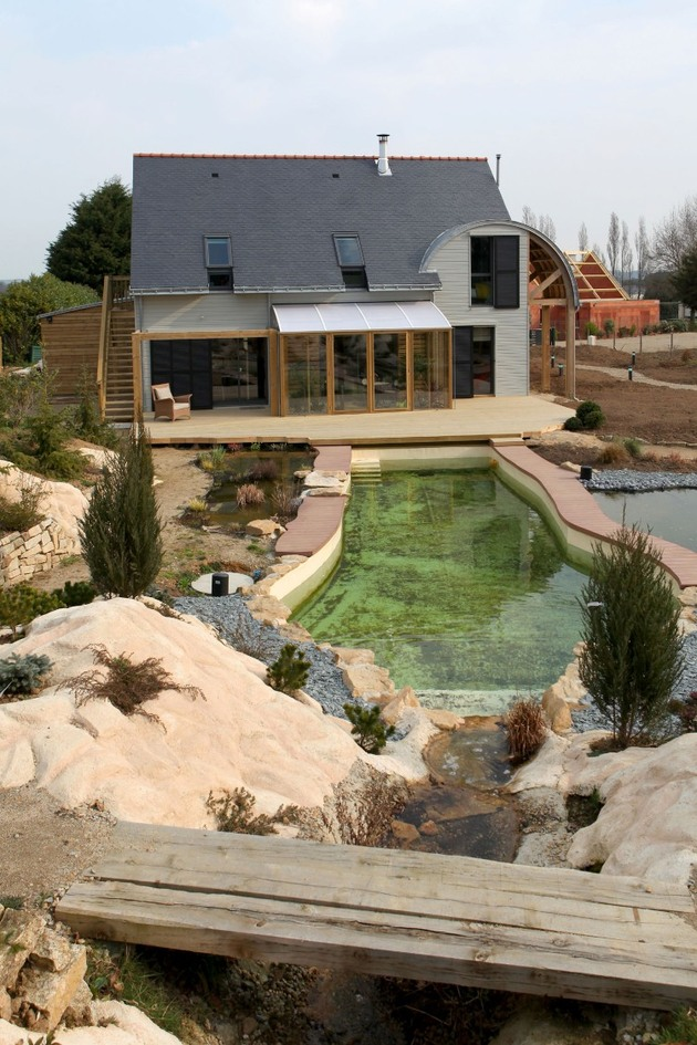 organic bioclimatic house brittany eco friendly landscaping 1 pool thumb 630x945 24865 Organic Bioclimatic House in Brittany with Eco friendly Landscaping