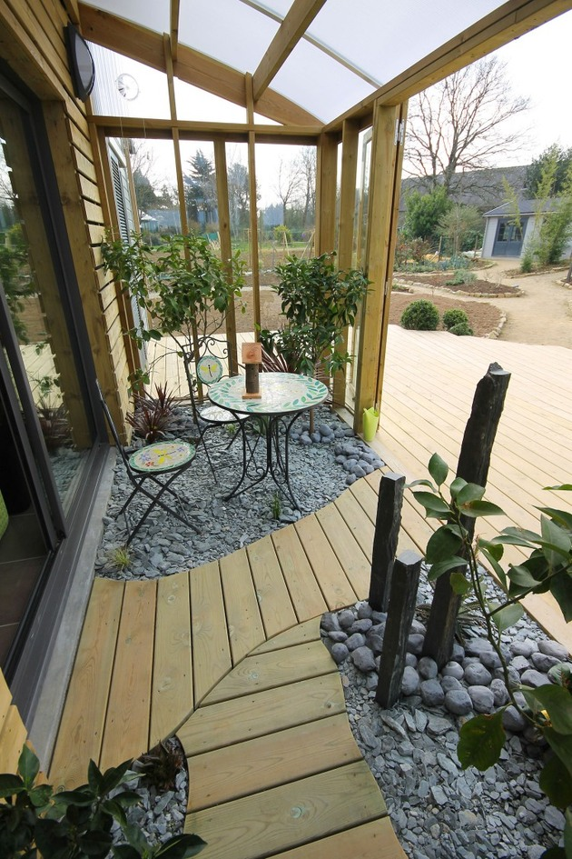 organic-bioclimatic-house-brittany-eco-friendly-landscaping-3-deck.jpg