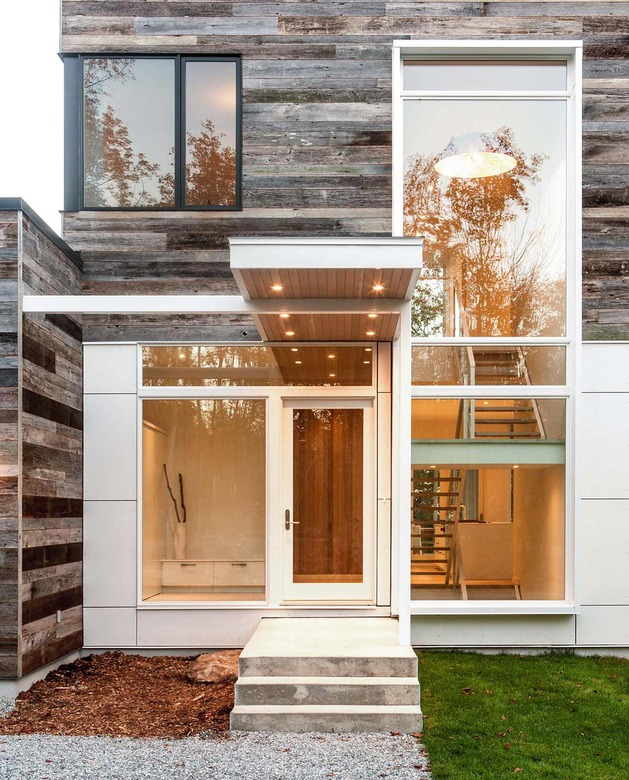 quebec-home-embraces-nature-with-glazing-and-open-interior-6.jpg