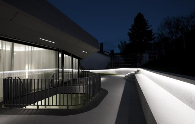 reinforced-concrete-house-with-aluminum-facade-8-upper-deck-night.jpg