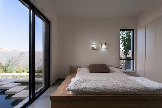 simple-pool-family-home-design-in-israel-11.jpg