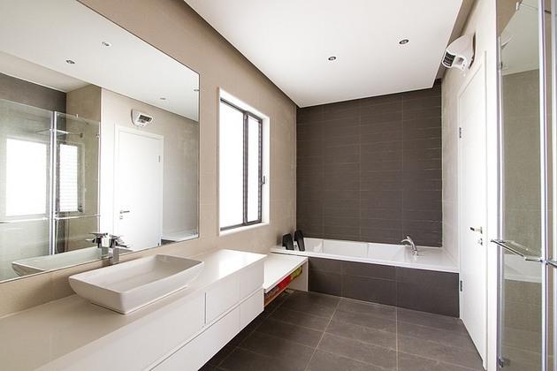 simple-pool-family-home-design-in-israel-14.jpg