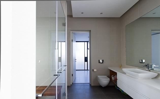 simple-pool-family-home-design-in-israel-15.jpg