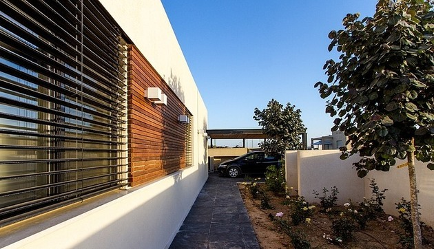 simple-pool-family-home-design-in-israel-16.jpg