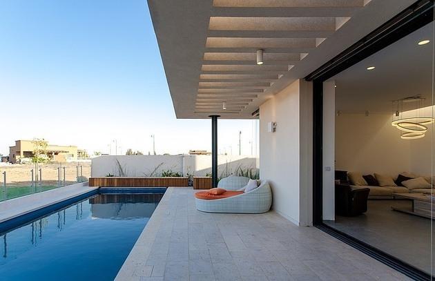 simple-pool-family-home-design-in-israel-3.jpg