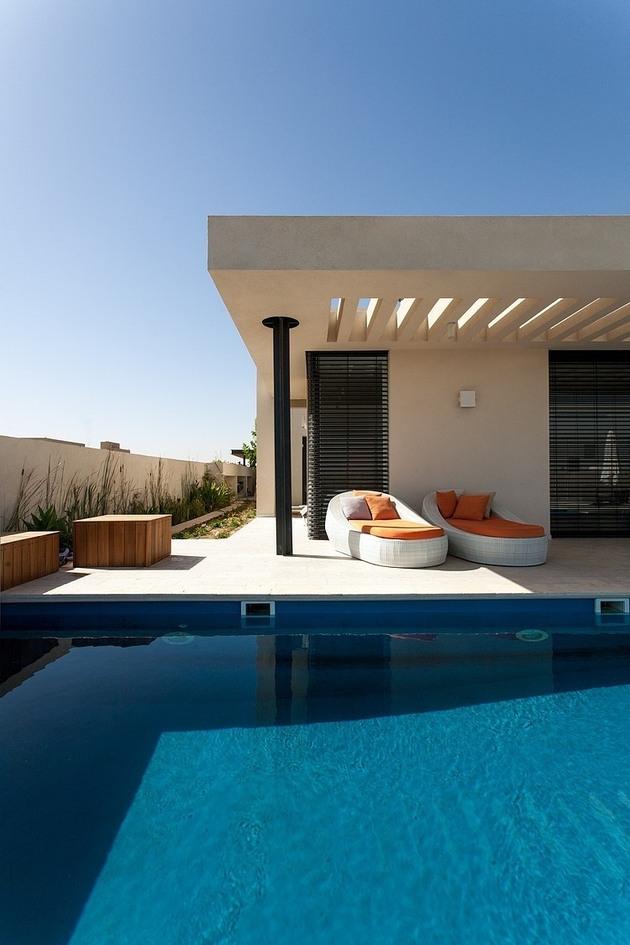 simple-pool-family-home-design-in-israel-4.jpg