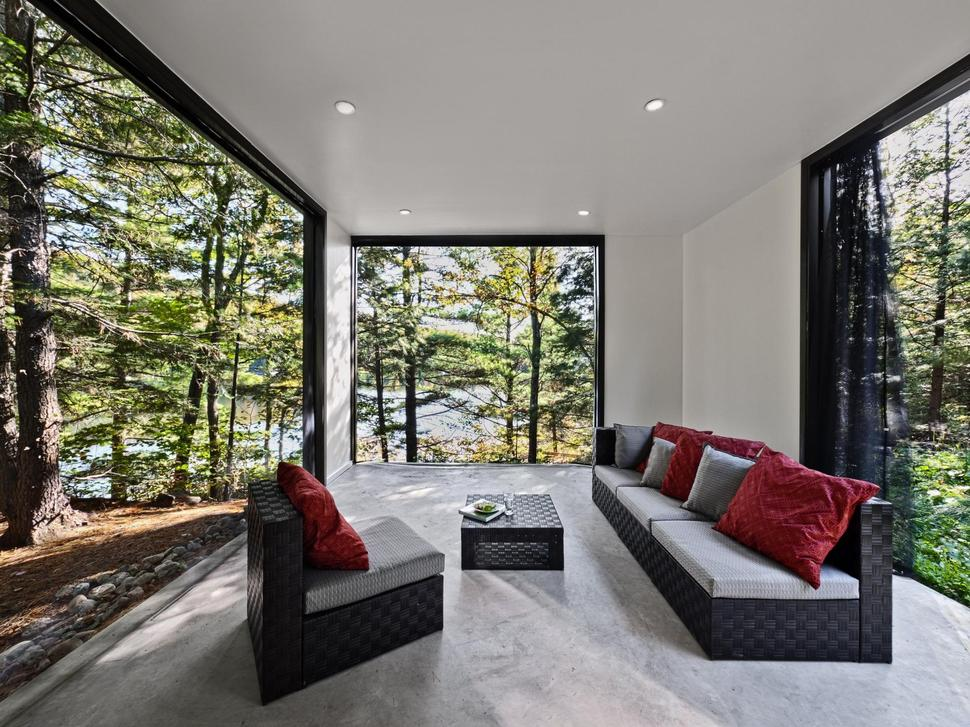 View In Gallery Simple Vacation Cottage Design Kariouk Ociates 11 Sunroom