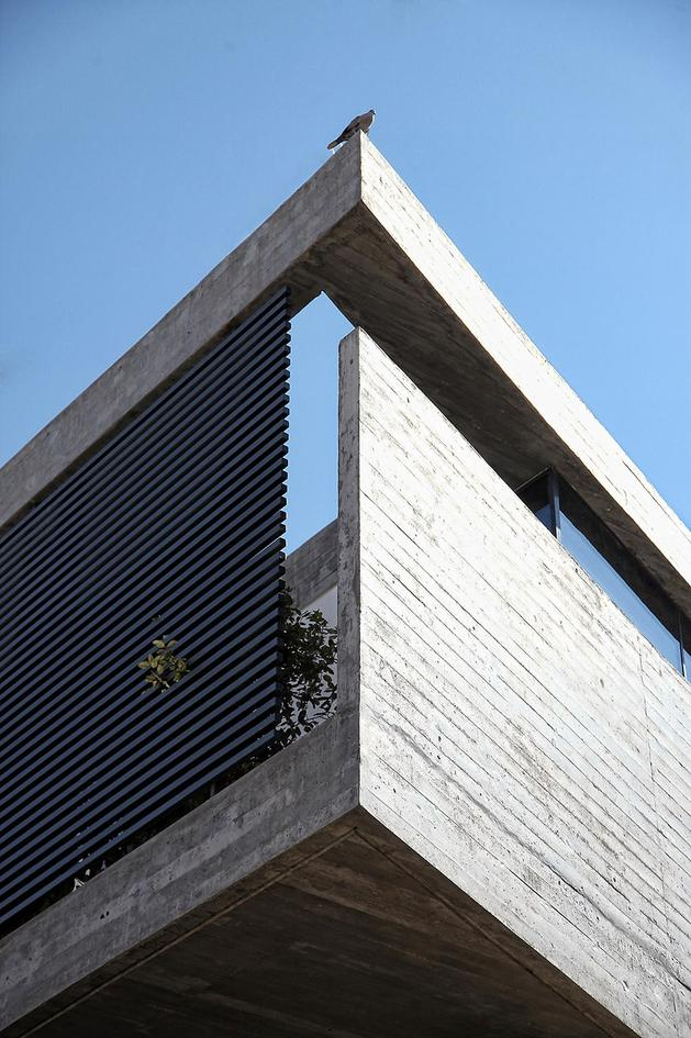 sleek-athens-house-blends-stone-with-concrete-textures-4-overhang-corner.jpg