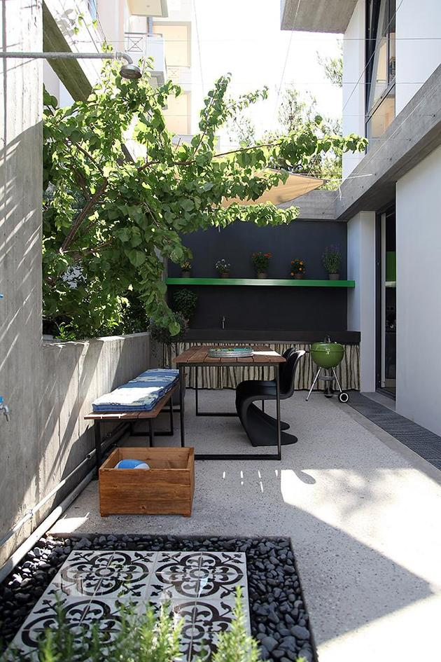 sleek-athens-house-blends-stone-with-concrete-textures-8-courtyard.jpg