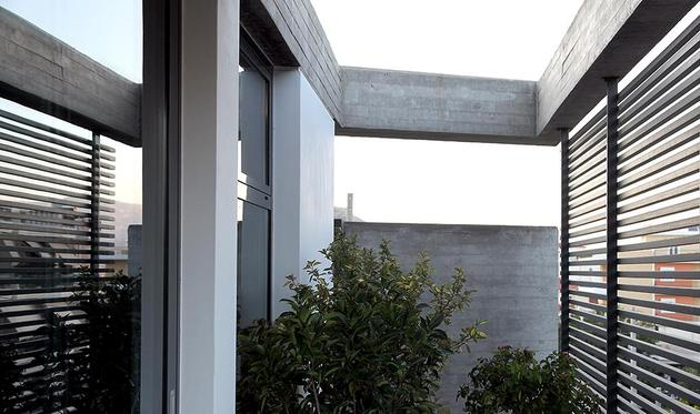 sleek-athens-house-blends-stone-with-concrete-textures-9-plant-insert.jpg