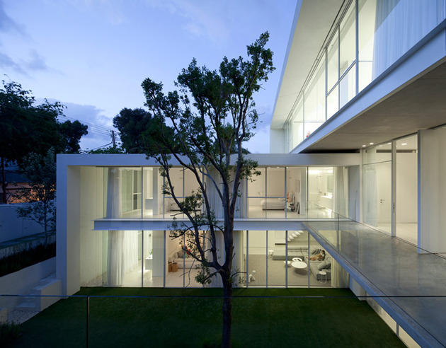 sleek-cubic-house-with-front-and-back-gardens-10.jpg