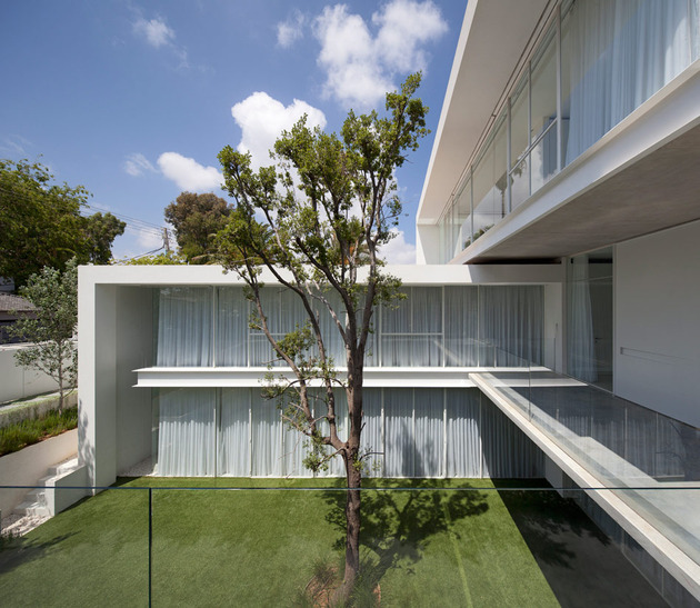 sleek-cubic-house-with-front-and-back-gardens-11.jpg