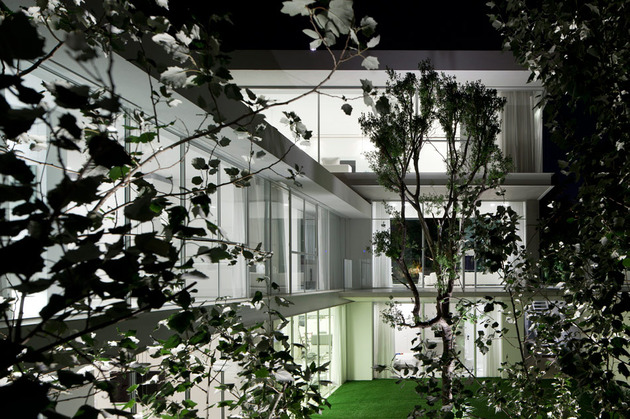 sleek-cubic-house-with-front-and-back-gardens-18.jpg