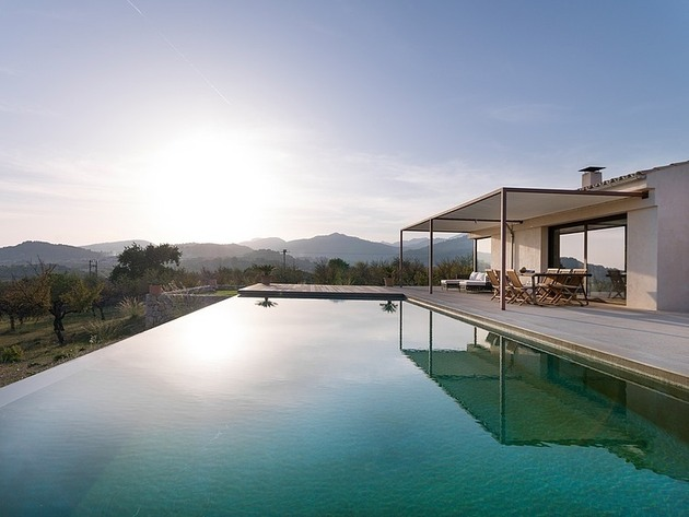 spanish family home with comfortably contemporary open space appeal 1 infinity pool thumb 630x473 22808 Spanish Family Home With Comfortably Contemporary Open Space Appeal