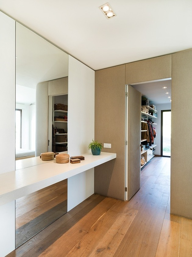 spanish-family-home-with-comfortably-contemporary-open-space-appeal-12-closet.jpg