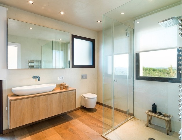 spanish-family-home-with-comfortably-contemporary-open-space-appeal-13-master-bath.jpg