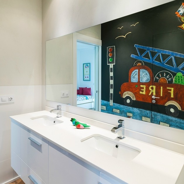 spanish-family-home-with-comfortably-contemporary-open-space-appeal-16-child-bathroom.jpg