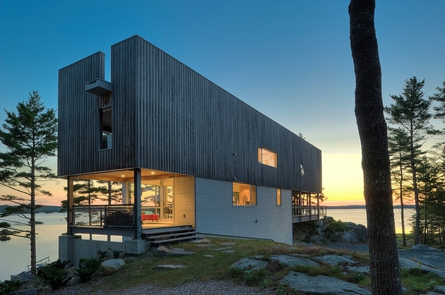 steel wood bridge house spans 2 seaside rocky outcrops 8 2 façade thumb 630x418 24642 Steel and Wood Bridge House Spans 2 Seaside Rocky Outcrops