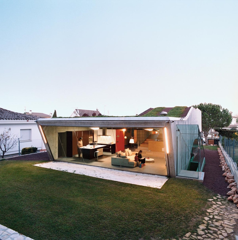 Sustainable Bio House with Hydroponic Rooftop Garden on