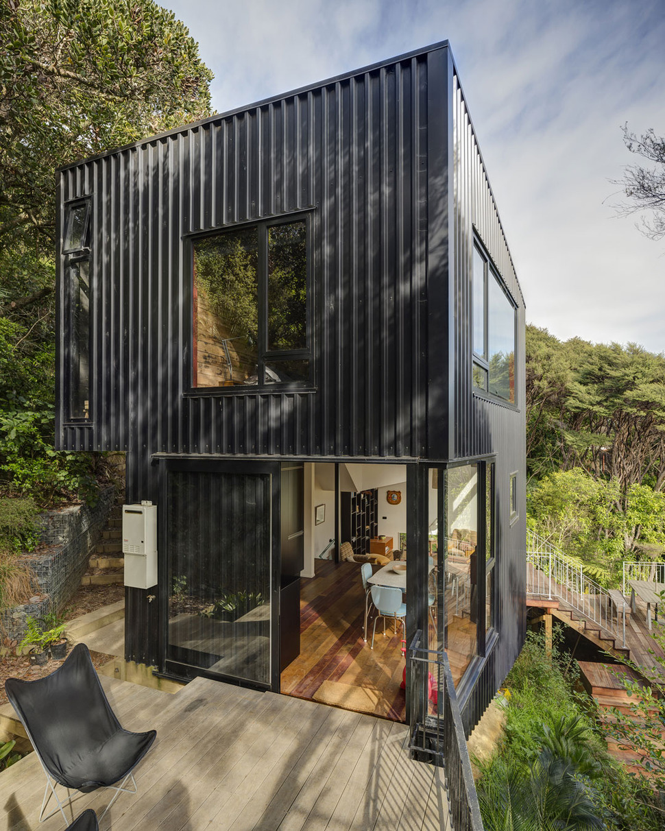 Container House Design: Tall Dark And Handsome 4 Split Level Home In Auckland